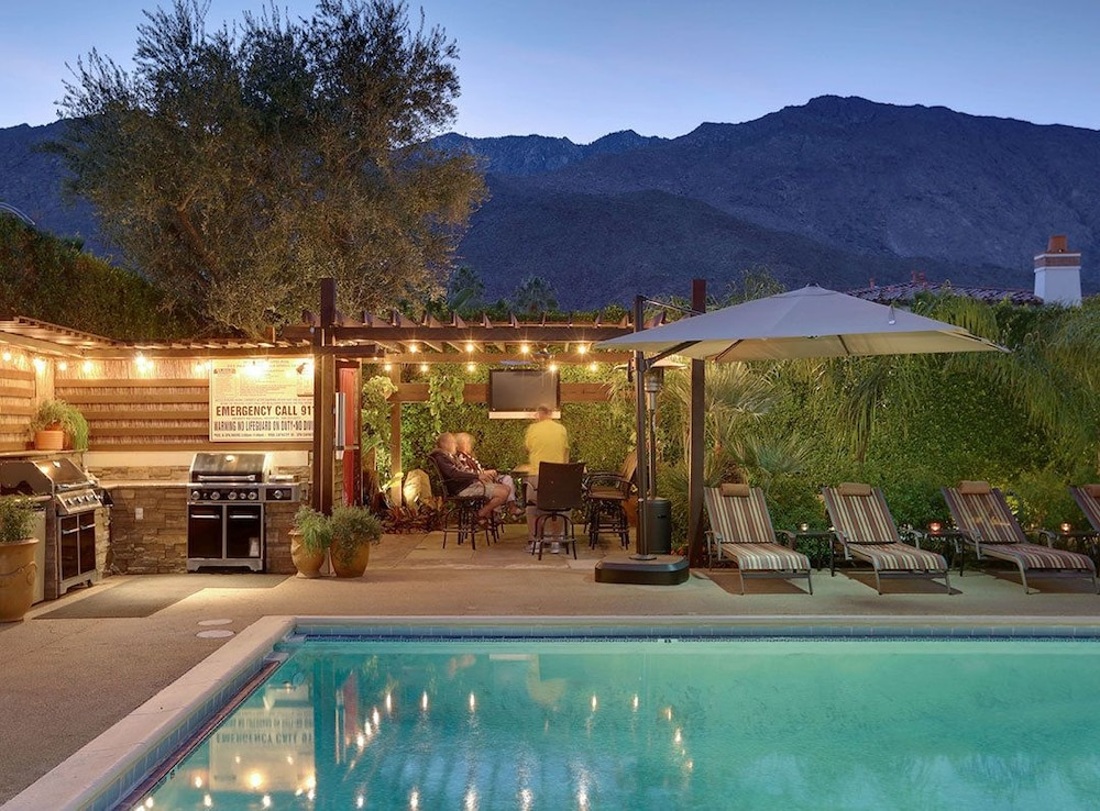 Book desert riviera hotel palm springs california for The riviera palm springs ca