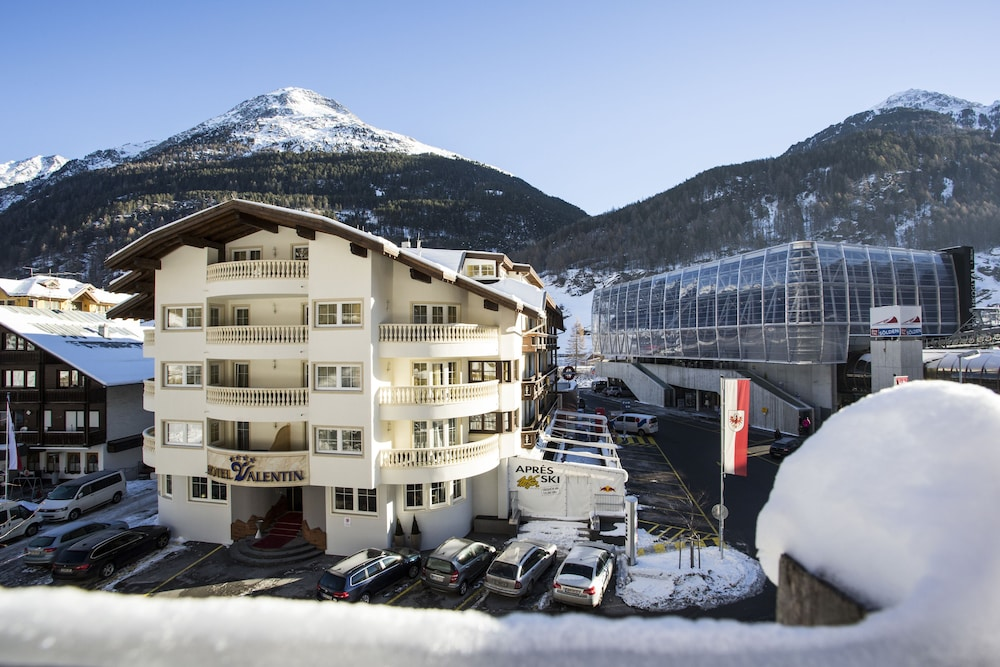 Among others, the valentin hotel solden offers the following services: room service, free parking and the