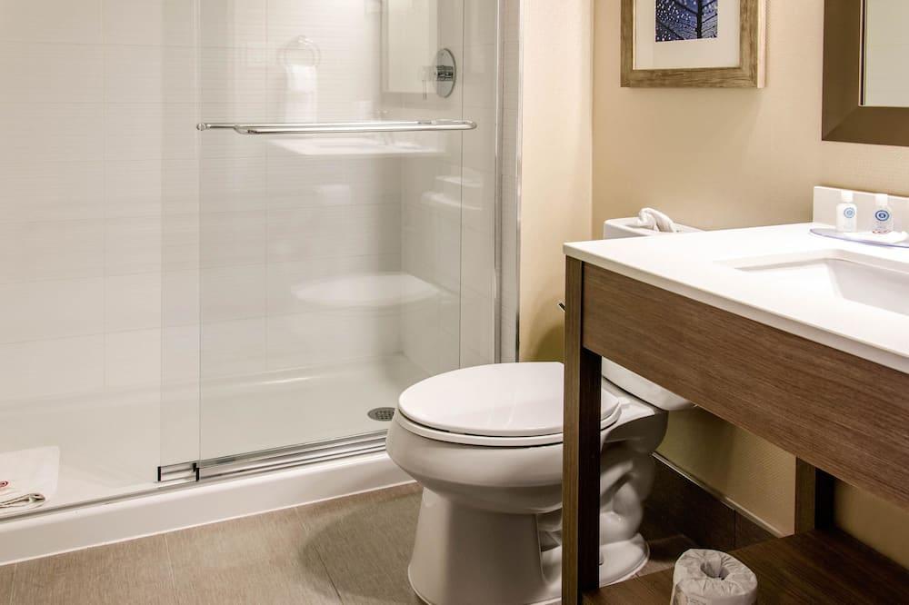 Chambre, 1 très grand lit, non-fumeurs (Ground Floor) - Salle de bain