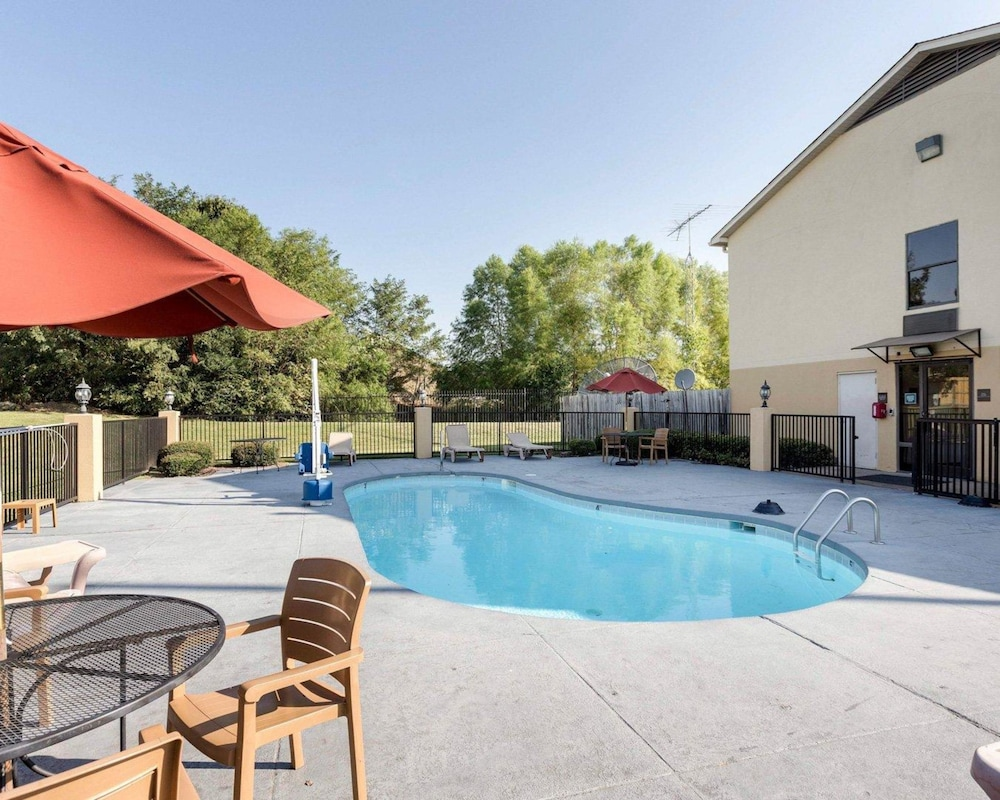 Comfort Inn Olive Branch Pool