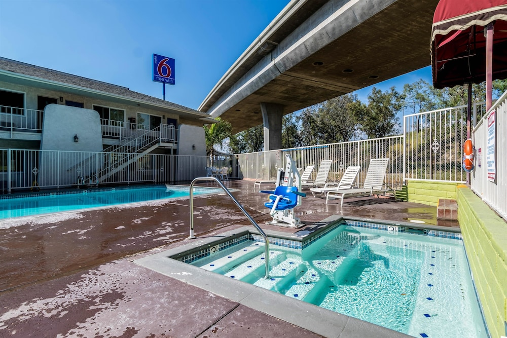 Motel 6 Redlands Ca Pool