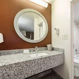 Superior Room, 1 King Bed, Non Smoking - Bathroom