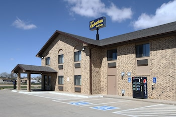 Picture of New Victorian Inn and Suites in Kearney