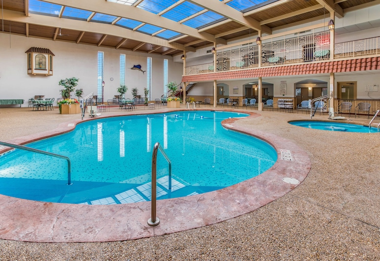 Quality Inn & Suites Downtown, Green Bay, Pool