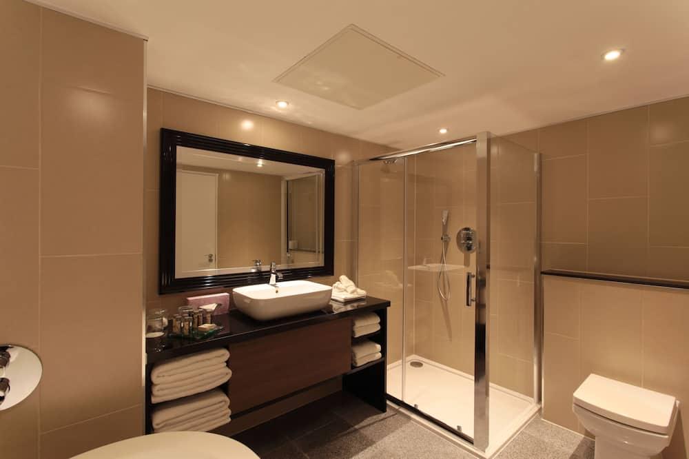 Представительский люкс, 1 двуспальная кровать «Квин-сайз», для некурящих (Runway View) - Ванная комната