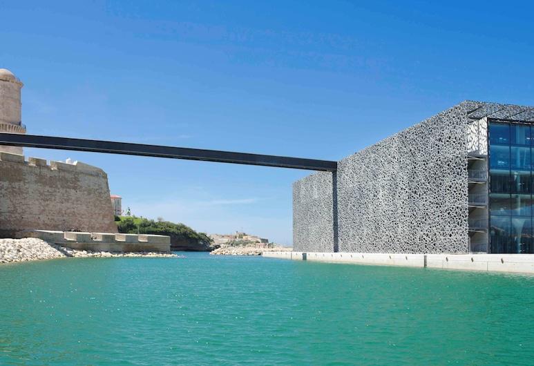 Ibis Marseille Centre Gare Saint Charles, Marseille, Lake