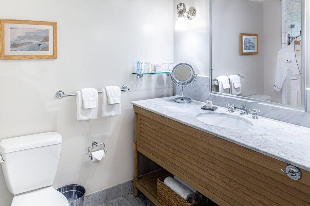 Huone, 2 keskisuurta parisänkyä (Courtyard) - Kylpyhuone
