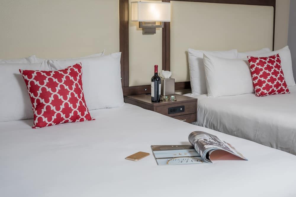 Deluxe Room, 2 Queen Beds, Bathtub (Non Smoking 2 Queen Room- Bathtub) - Guest Room