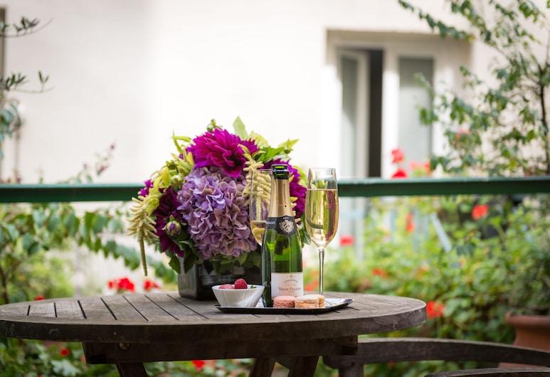 Hotel Monceau Wagram, Paris, Restauration en terrasse