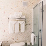 Habitación, 1 cama de matrimonio grande, no fumadores (Hearing, Roll-In Shower) - Cuarto de baño