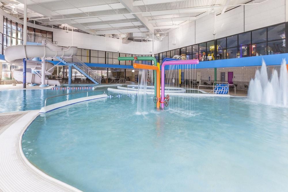 Wyndham Garden Sterling Heights Pool