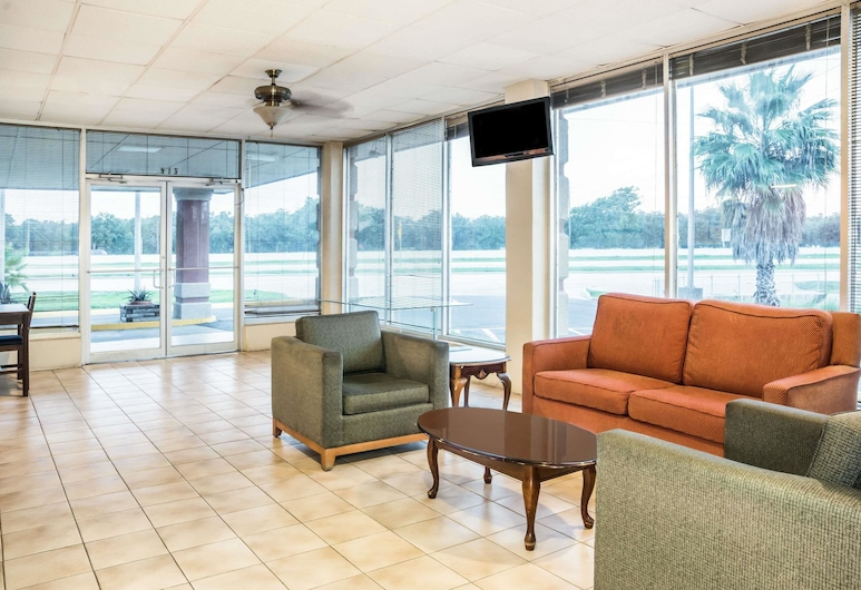 Super 8 by Wyndham Lake Jackson/Clute, Clute, Lobby