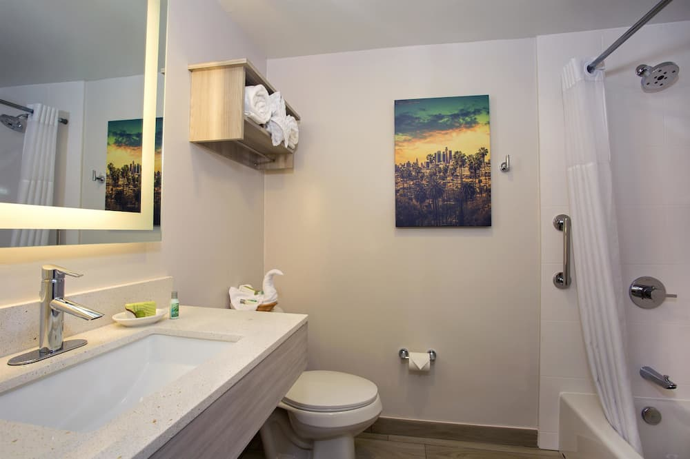 Standard Room, 1 Double Bed, Non Smoking (Small Room) - Bathroom