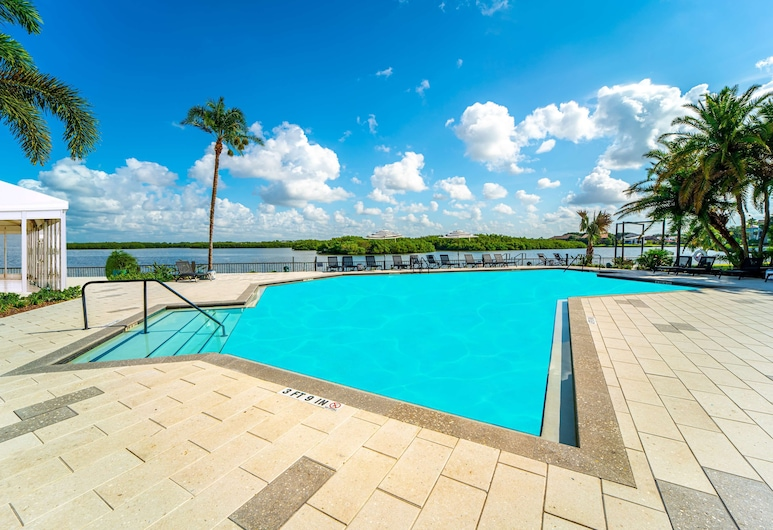 DoubleTree by Hilton Tampa Rocky Point Waterfront, Tampa, Piscina