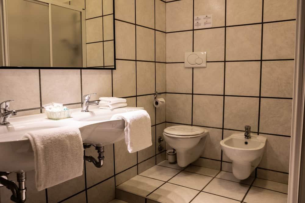 雙人房 (with extra bed) - 浴室