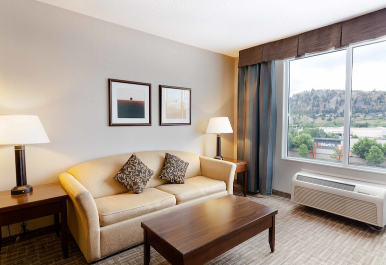 Kanata Kelowna Hotel & Conference Centre, Келовна, Deluxe 2 Room Suite, 2 Queen Beds, Номер