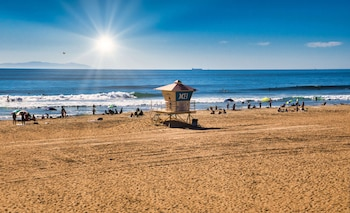 Enter your dates for our Huntington Beach last minute prices