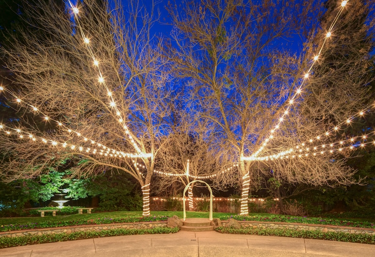 Lake Natoma Inn, Folsom, Outdoor Wedding Area