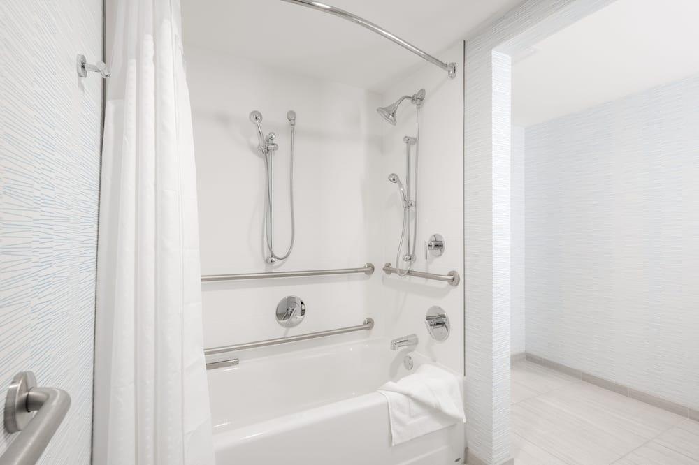 Pokoj, dvojlůžko (200 cm), bezbariérový přístup, nekuřácký (MOBILITY) - Koupelna