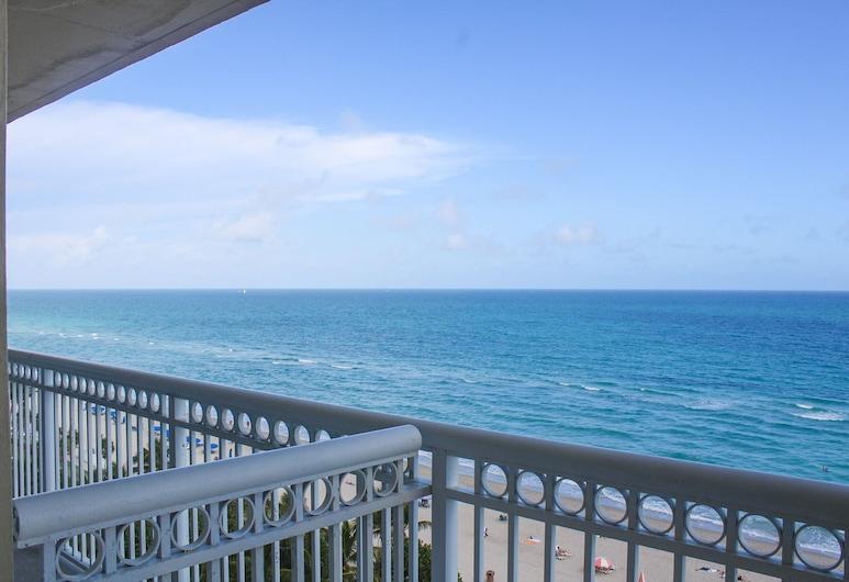 Ramada Plaza by Wyndham Marco Polo Beach Resort, Sunny Isles Beach, Deluxe-Zimmer, 2Queen-Betten, Kochnische, eingeschränkter Ausblick (Non-Smoking), Blick vom Balkon