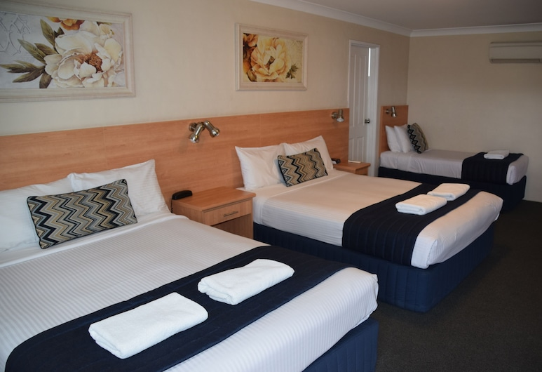 Best Western Coachman's Inn Motel, Kelso, Standard Room, Multiple Beds, Non Smoking (2 queen and 1 single bed), Guest Room