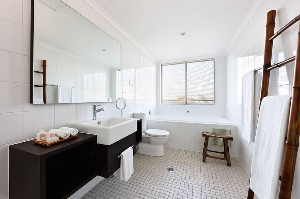 Urban Sweet Room - Bathroom