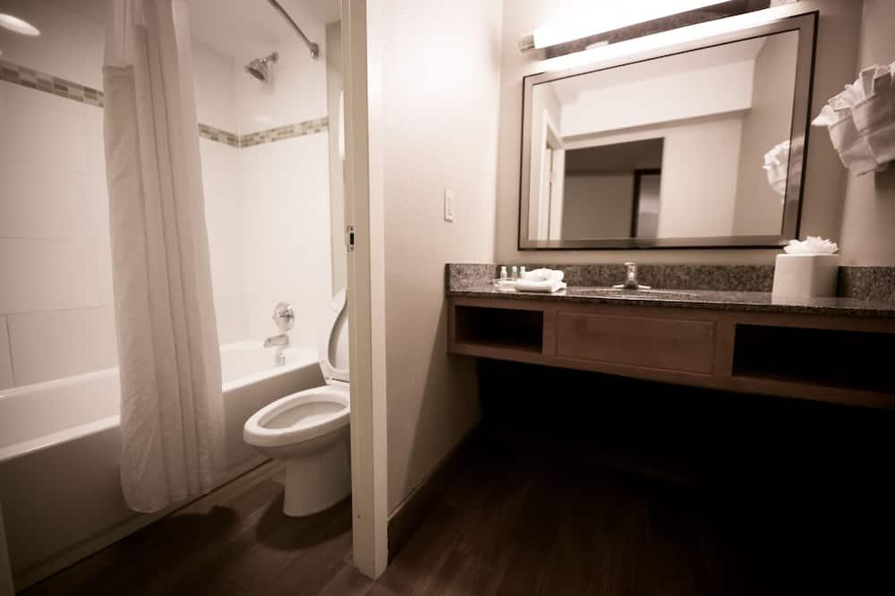 Habitación, 1 cama de matrimonio grande, no fumadores (Upgraded Amenities) - Cuarto de baño