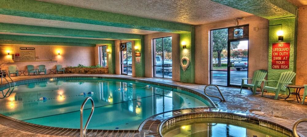 Mcm Elegante Suites Abilene Pool