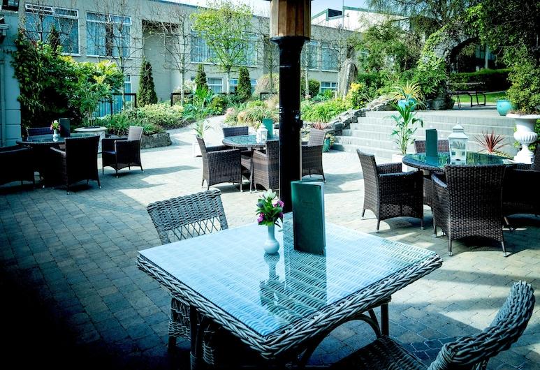 Greenhills Hotel, Limerick, Hotel Front – Evening/Night