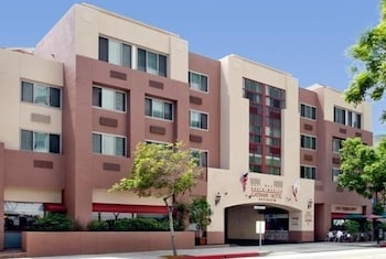 Choose This Cheap Hotel in Santa Monica