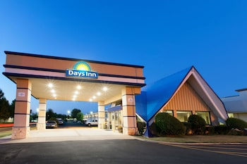 Picture of Days Inn by Wyndham Norman in Norman