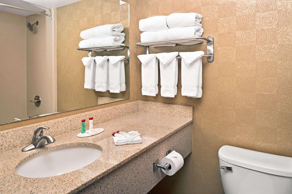 Standard Single Room, 1 Queen Bed with Sofa bed - Bathroom