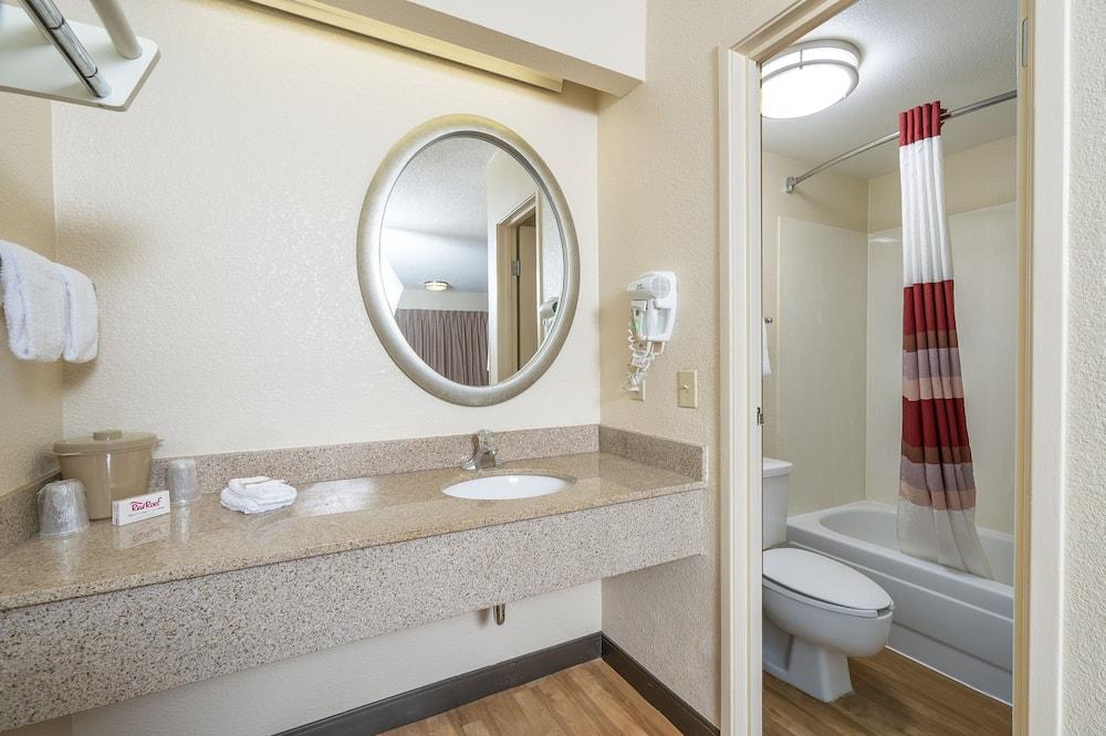 Deluxe Room, 2 Double Beds (Smoke Free) - Bathroom