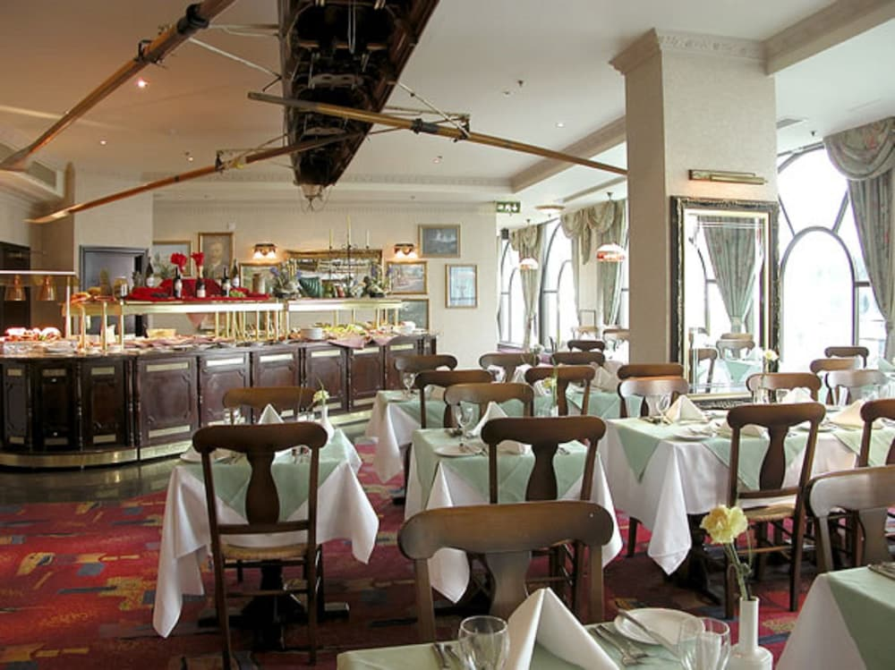 the international hotel If you are looking for a choice of dining options in killarney, the international hotel has a range of options to suit you, ideal for a family, business or romantic.