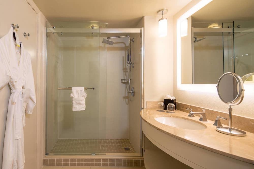 Oda, 1 En Büyük (King) Boy Yatak, Sigara İçilmez, Liman Manzaralı - Banyo