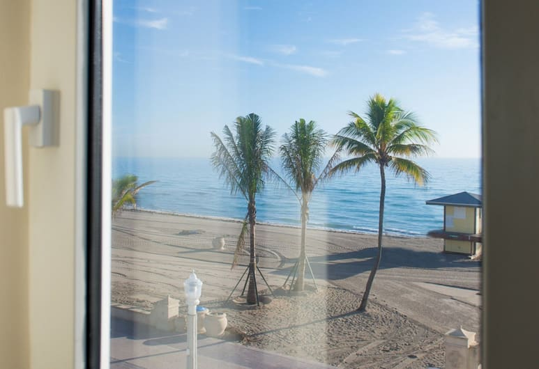 Sheldon Hotel, Hollywood, Deluxe Room, 1 King Bed, Oceanfront, Guest Room View