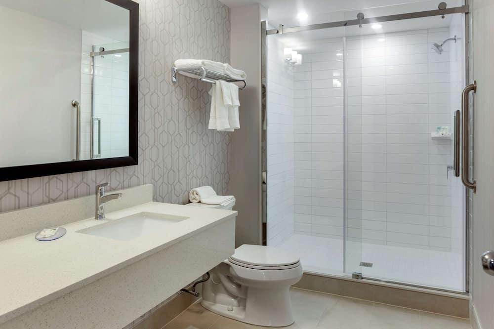 Premium Room, 2 Queen Beds, Non Smoking - Bathroom