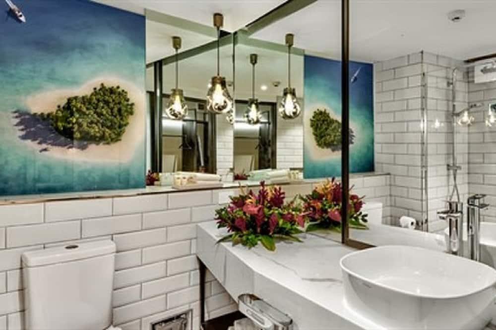 Superior Queen Room - Bathroom