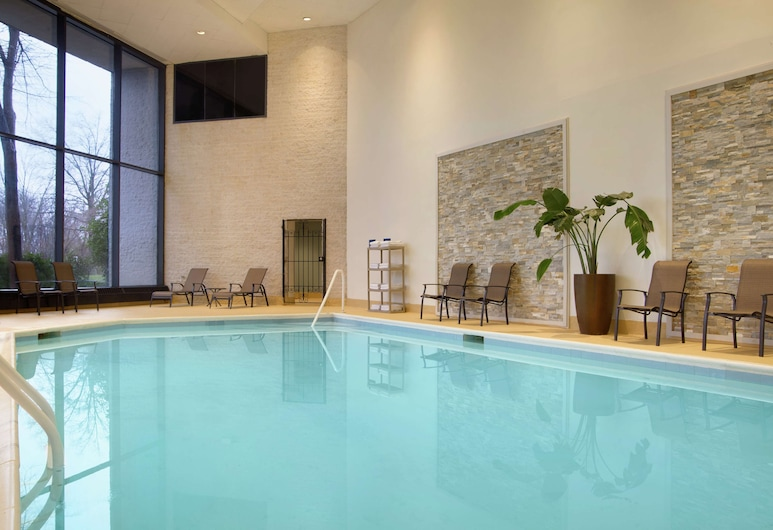 Doubletree by Hilton Somerset Hotel and Conference Center, Somerset, Alberca cubierta