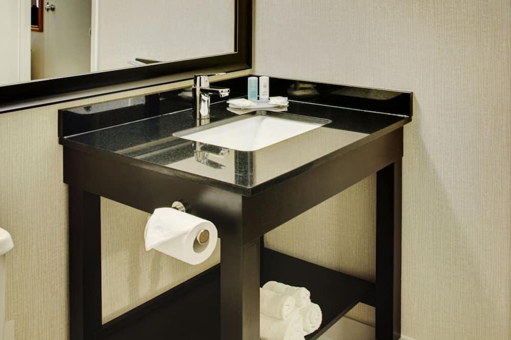 Comfort Care, Standard Room, 2 Double Beds, Non Smoking, Ground Floor - Bathroom Sink