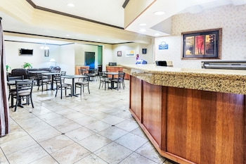Picture of Days Inn & Suites by Wyndham Vancouver in Portland