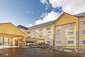 Book this Pool Hotel in Alcoa