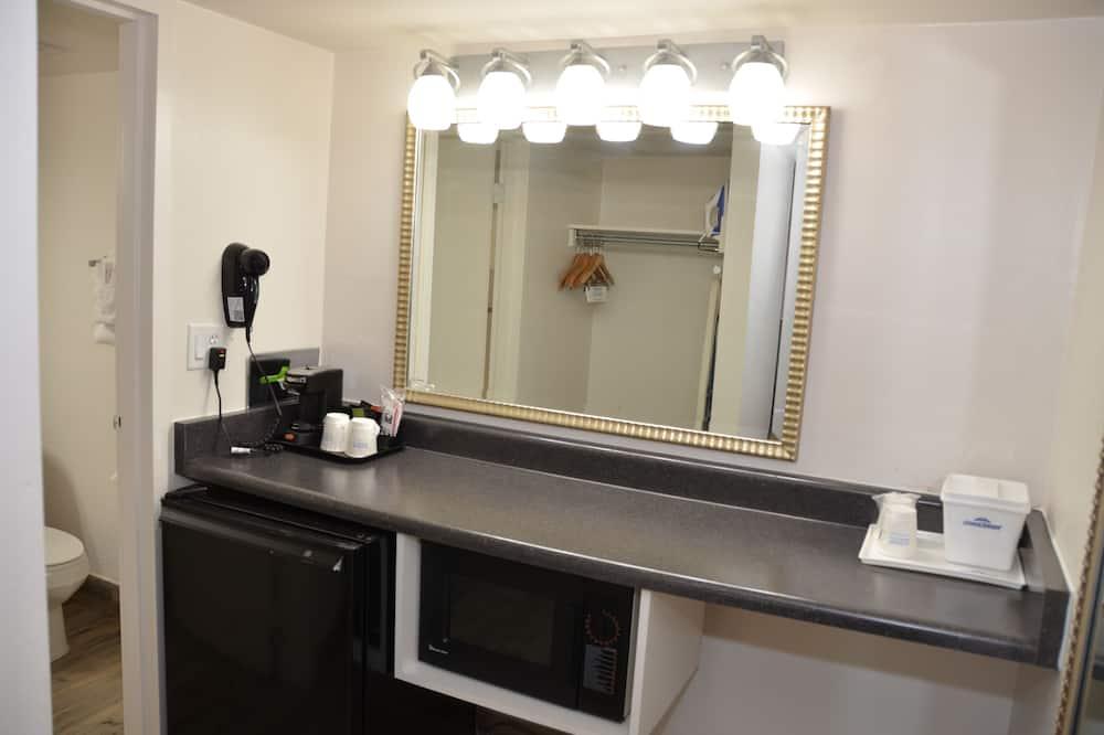 Habitación estándar, 1 cama de matrimonio grande, frigorífico - Cuarto de baño
