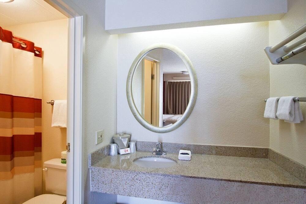 Standard Room, 2 Double Beds (Smoke Free) - Bathroom