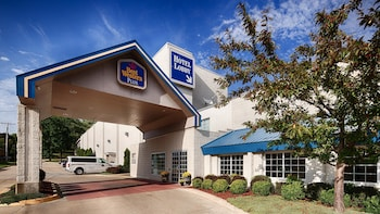 Picture of Best Western Plus Longbranch Hotel & Convention Center in Cedar Rapids