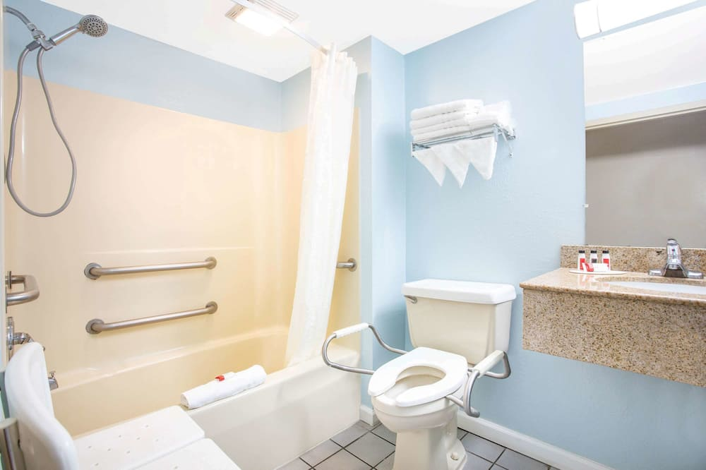Номер, 2 ліжка «квін-сайз», обладнано для інвалідів, для некурців - Ванна кімната
