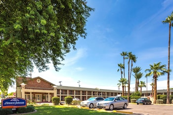 Picture of Howard Johnson by Wyndham Scottsdale Old Town in Scottsdale