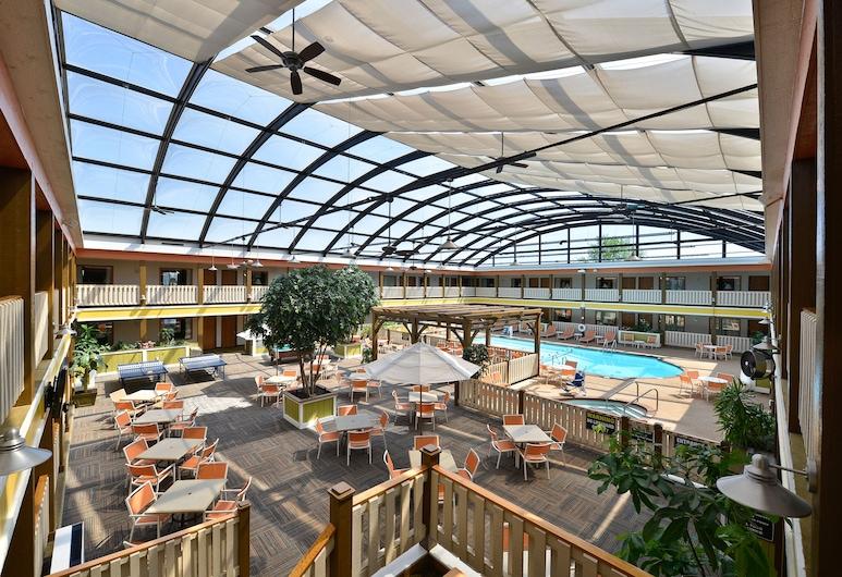 Best Western Plus Dubuque Hotel & Conference Center, Dubuque, Habitación estándar, 1 cama King size con sofá cama, refrigerador y microondas (with Sofabed), Vista de la habitación