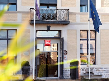 Choose This Mid-Range Hotel in Douai