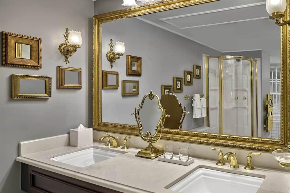 Royal Suite, 1 Bedroom, Non Smoking, Corner - Bathroom